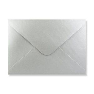 Zilveren envelop achter