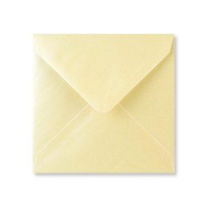 Vierkant metallic crème envelop achter